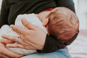 10-breastfeeding-questions-answered_208075