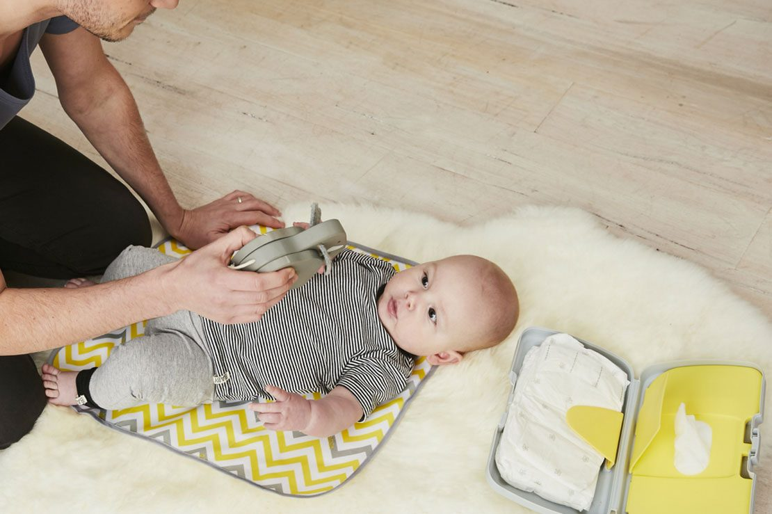 HOLIDAY BABY TRAVEL CHANGING MAT // PAD PORTABLE WIPE CLEAN FOLDING