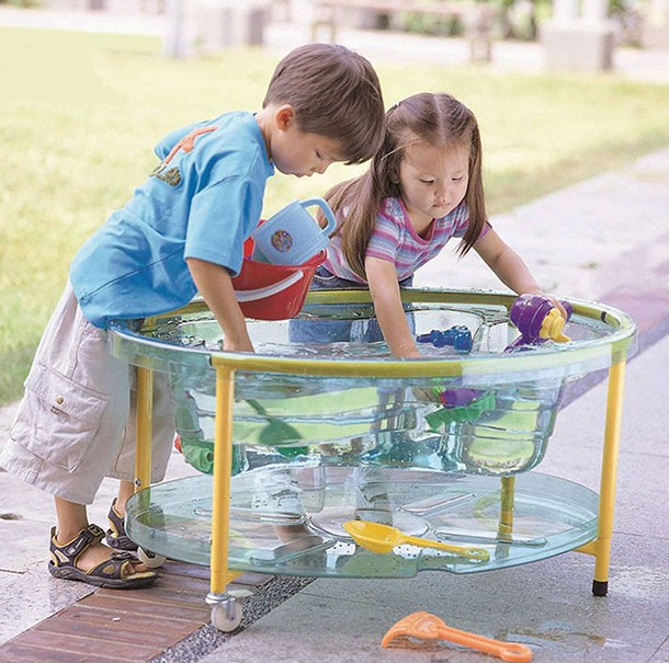 10-of-the-best-kids-water-play-tables_table11