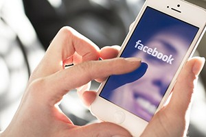 10-reasons-facebook-makes-me-a-better-mum_146113