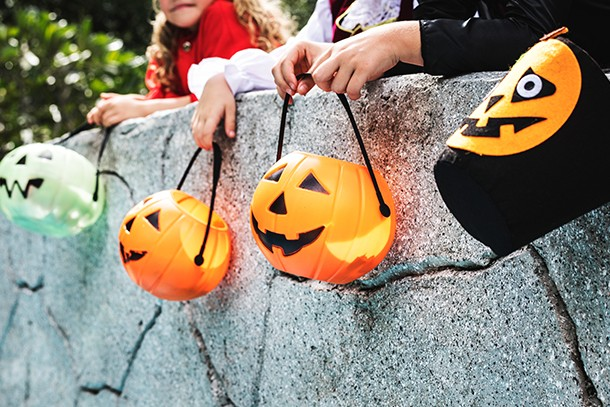 10-top-safety-tips-for-trick-or-treating-this-halloween_210496