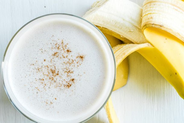 banana and almond milk olive smoothie