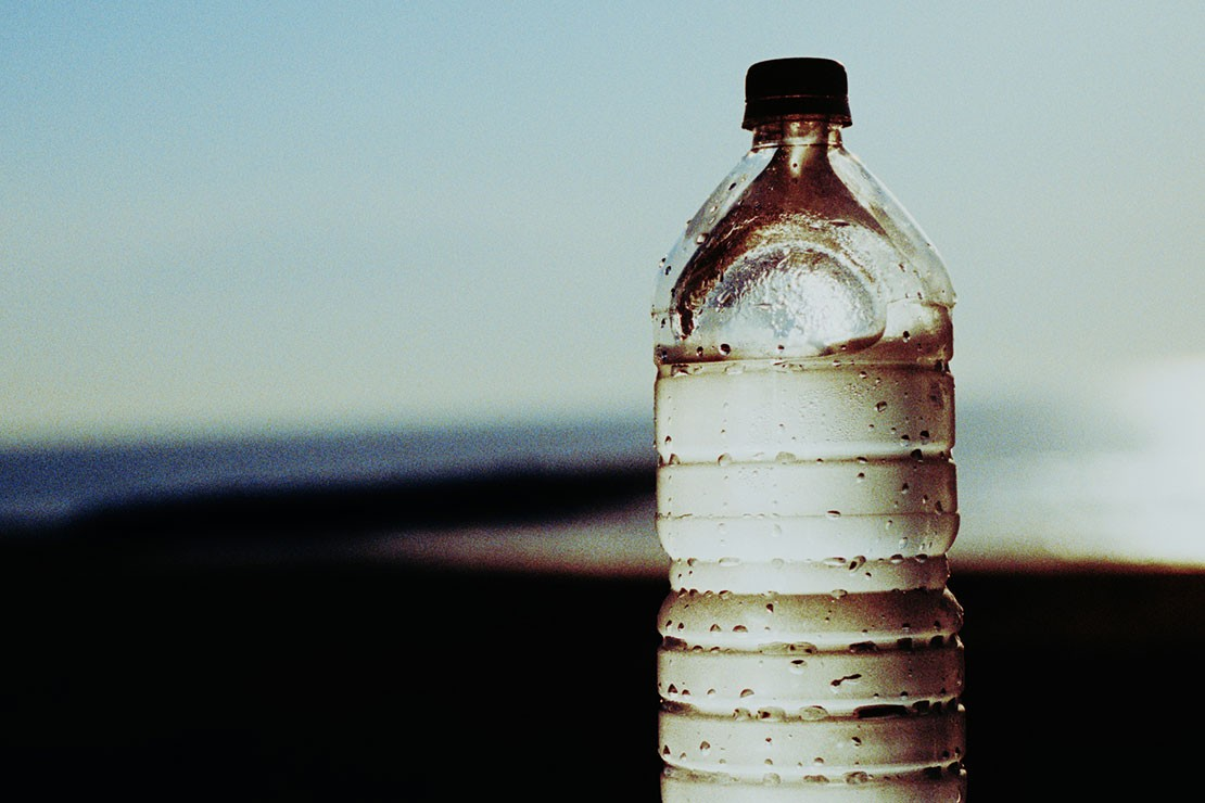 33-weeks-pregnant_week-33-2l-water-bottle