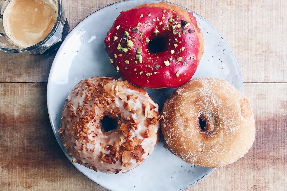 34-weeks-pregnant_donut