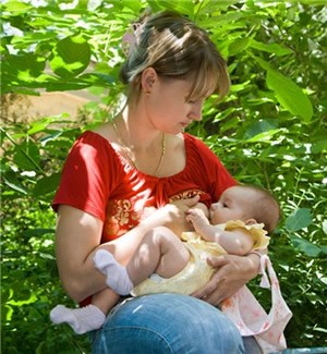 5-tips-to-make-breastfeeding-on-holiday-easier_54584
