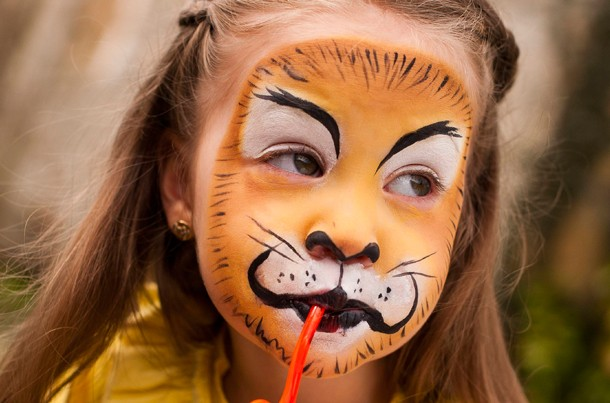 Face paint: lion step-by-step - MadeForMums