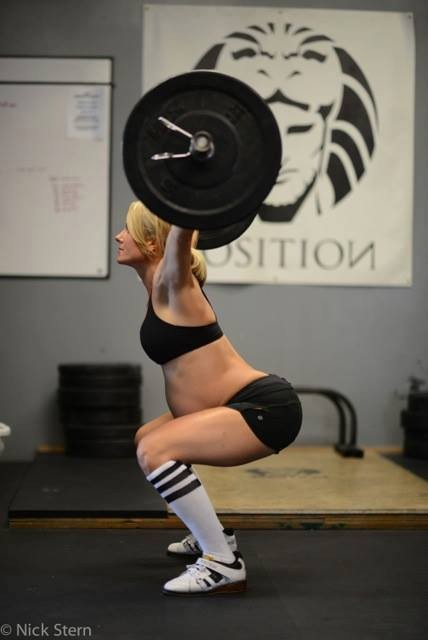8-month-pregnant-weightlifter-causes-online-controversy_49764