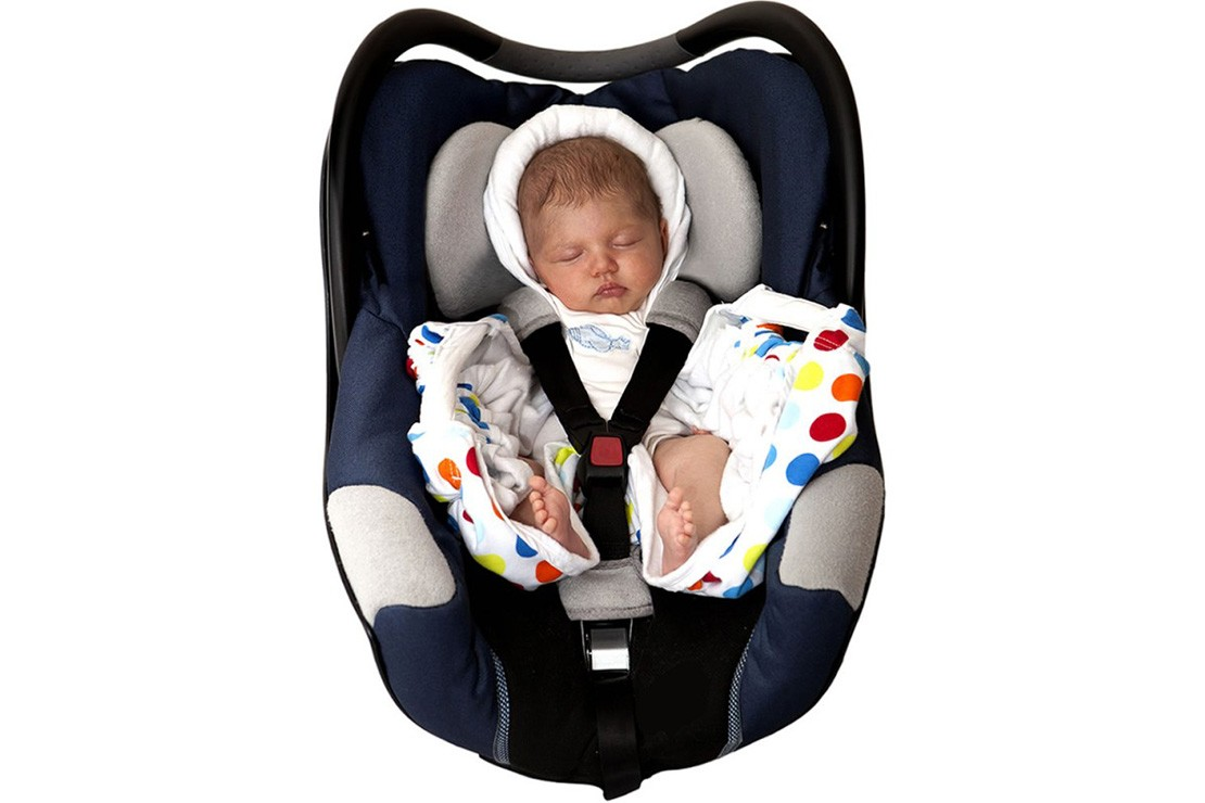 195b0447a687 Best car seat travel blankets for babies - MadeForMums