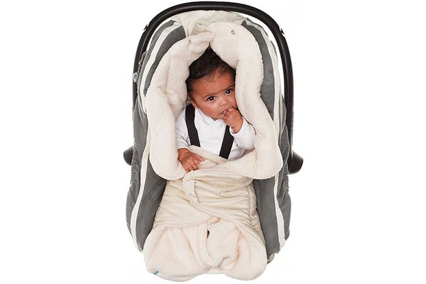 Best car seat travel blankets for babies - MadeForMums