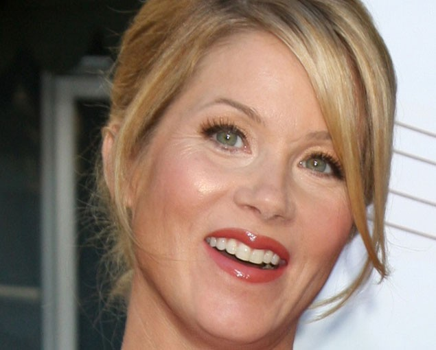 actress-christina-applegate-gives-birth-to-a-girl_19037