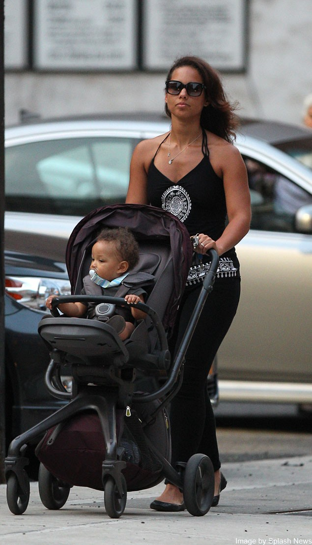 alicia-keys-shows-off-her-cool-buggy-and-baby_27398
