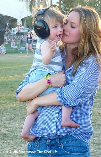 alicia-silverstone-asks-vegan-mums-to-donate-breast-milk_48225