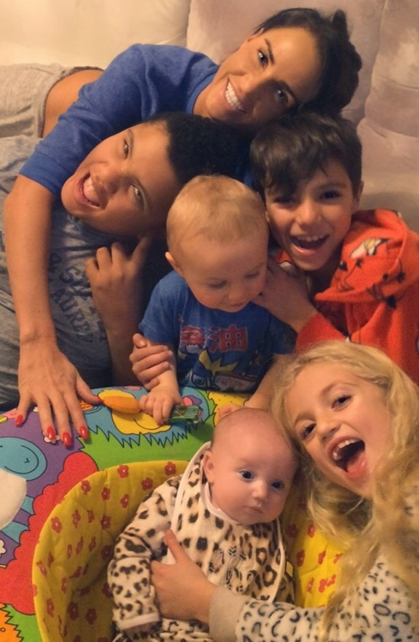 all-squeeze-in-katie-price-shares-cute-family-selfie_81226