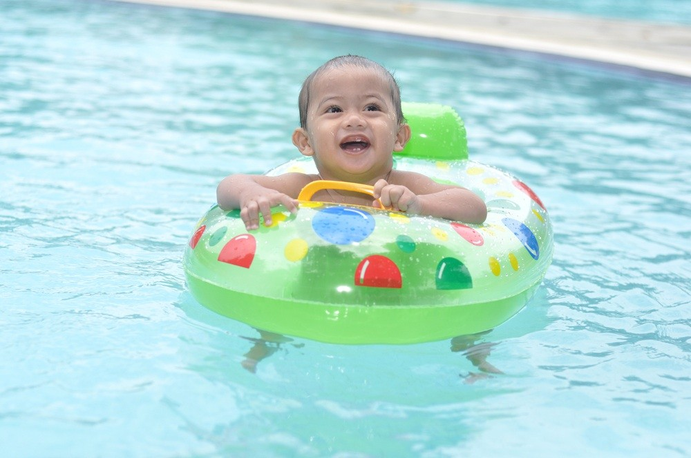 all-you-need-to-know-about-swimming-with-your-baby_12111