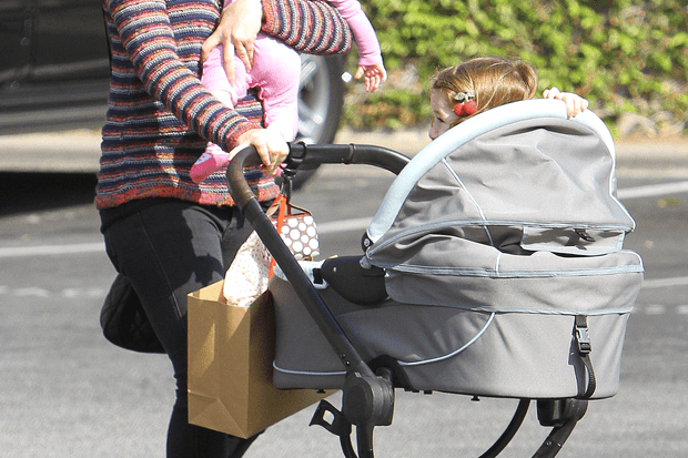 alyson-hannigan-pushes-lookalike-girls-in-the-latest-buggy_42191