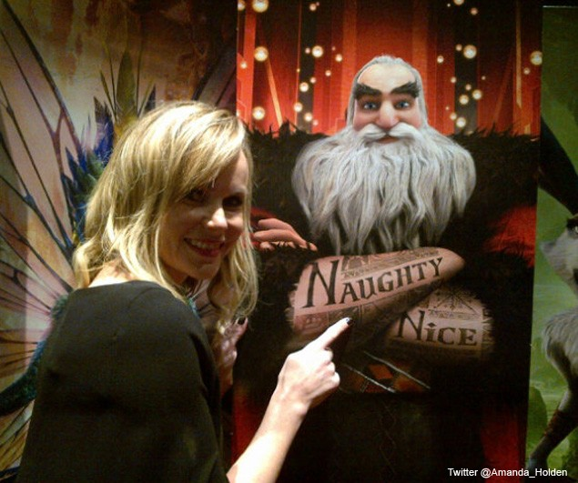 amanda-holden-plays-spot-the-elf-as-daughter-appears-in-nativity-play_43484