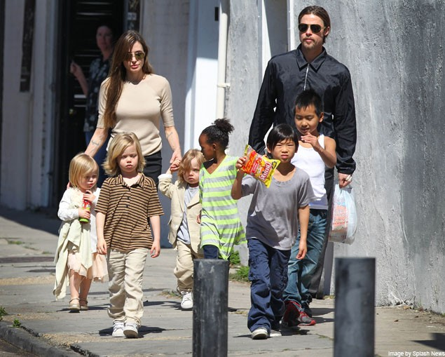 angelina-jolie-and-brad-pitt-spotted-shopping-with-all-six-children_19998