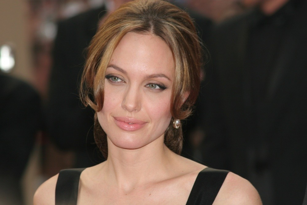 angelina-jolie-is-her-super-mum-role-just-an-act_11891