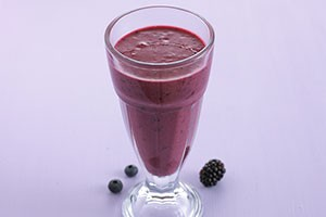 annabel-karmels-blackberry-and-blueberry-smoothie_84144