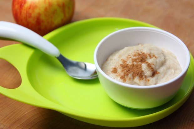 apple-and-cinnamon-porridge_48571