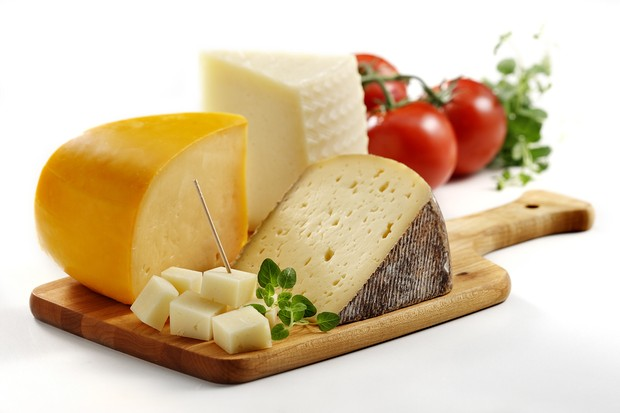 are-gouda-gruyere-and-jarlsberg-safe-to-eat-when-pregnant_54028