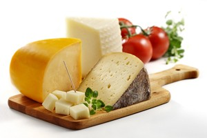 are-gouda-gruyere-and-jarlsberg-safe-to-eat-when-pregnant_55538