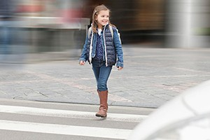 at-what-age-can-a-child-cross-the-street-alone_206941