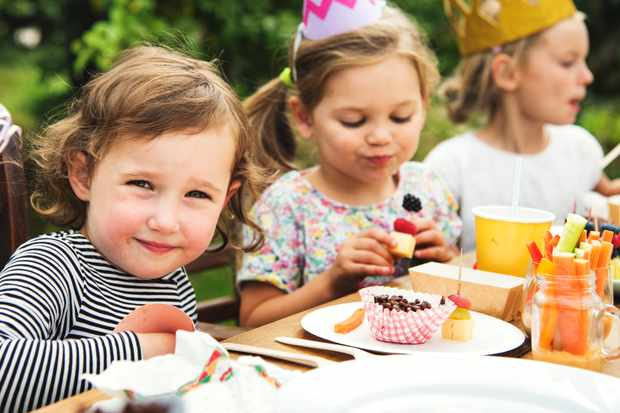 at-what-age-can-you-leave-your-kids-at-a-party-without-you_210194