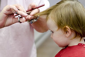 at-what-age-should-you-get-your-babys-hair-cut_191588