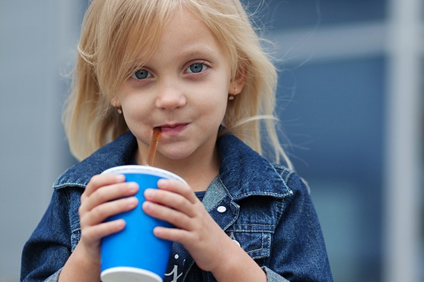at-what-age-would-you-let-your-child-drink-fizzy-drinks_207653