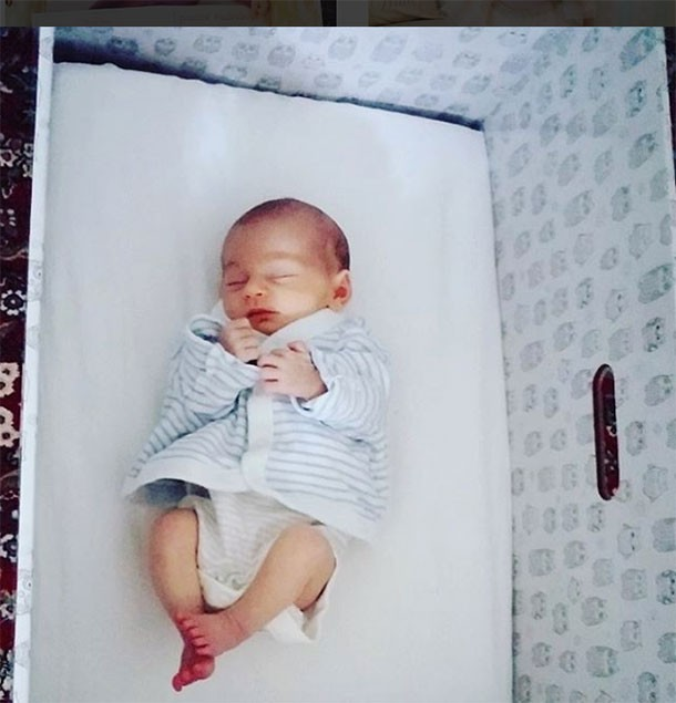 baby-boxes-why-theyre-not-safer-than-cribs-moses-baskets-and-cots_baby