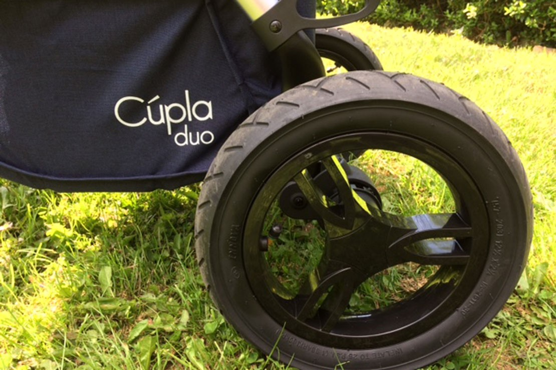 Baby Elegance Cupla Duo has air-filled tyres