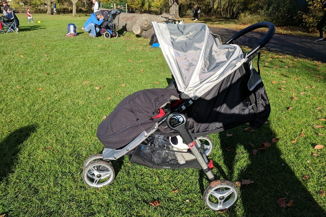 Baby Jogger City Mini has a huge hood