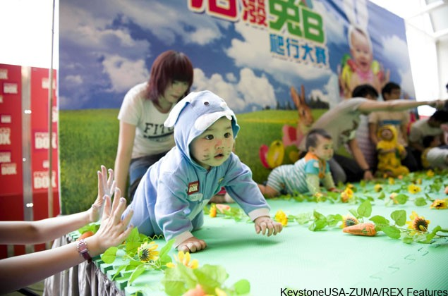 baby-racing-china-hosts-cute-crawling-competition_20966
