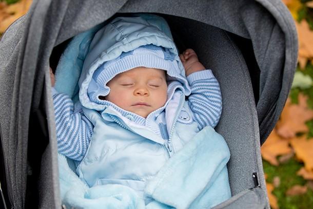 baby-sleep-outside_191873