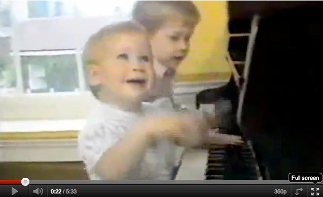 baby-video-of-princes-william-and-harry-playing-piano-badly_28260