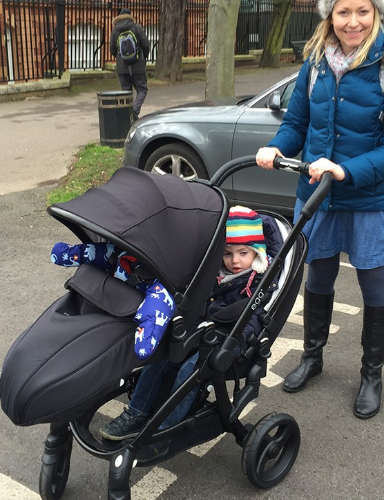 babystyle-egg-double-pushchair-review_145971