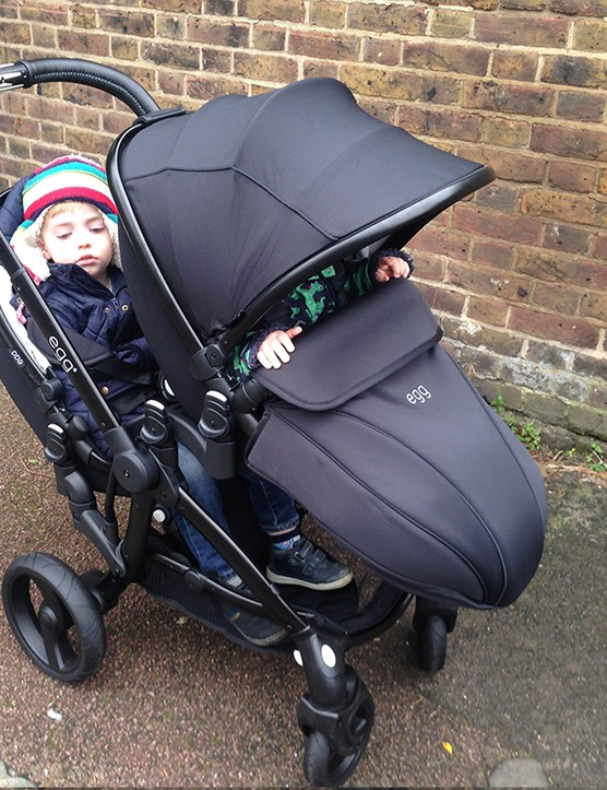 babystyle-egg-double-pushchair-review_145973