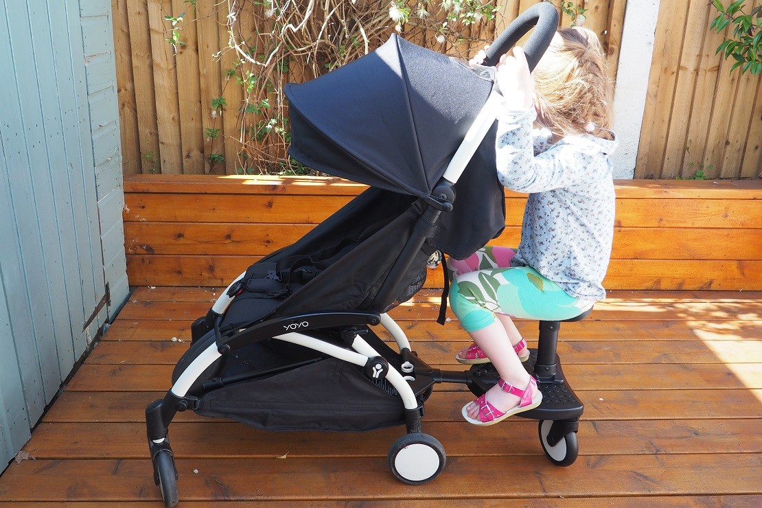 Babyzen Yoyo buggy board has a small detachable seat