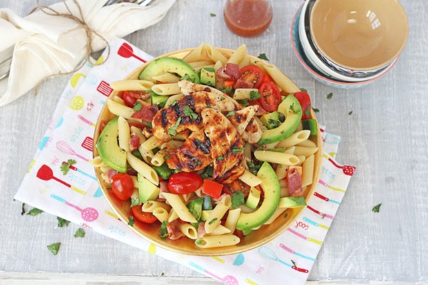 bacon-and-avocado-pasta-salad-with-honey-mustard-chicken_126909