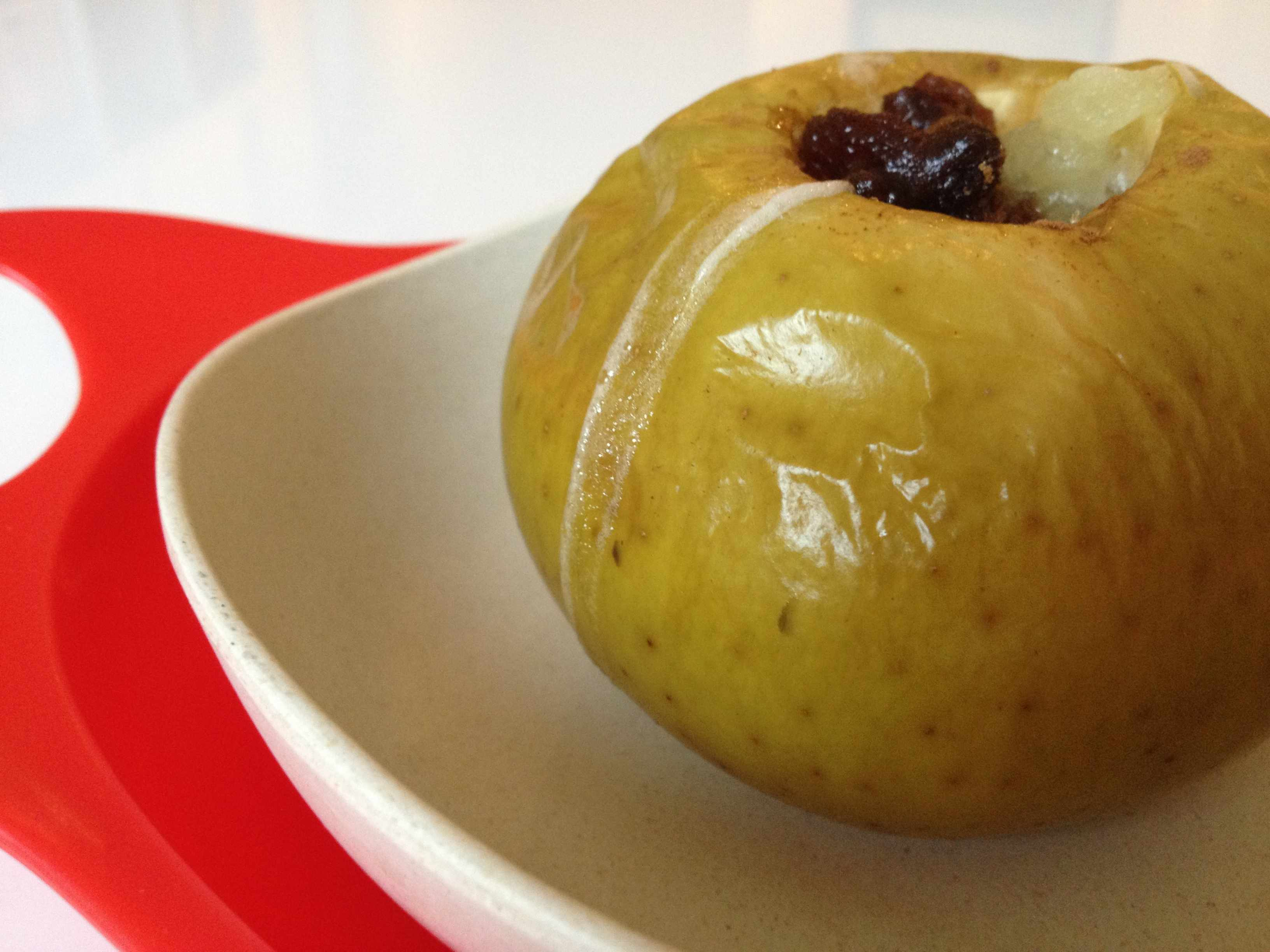 baked-apple-with-raisins-and-fromage-frais_48752