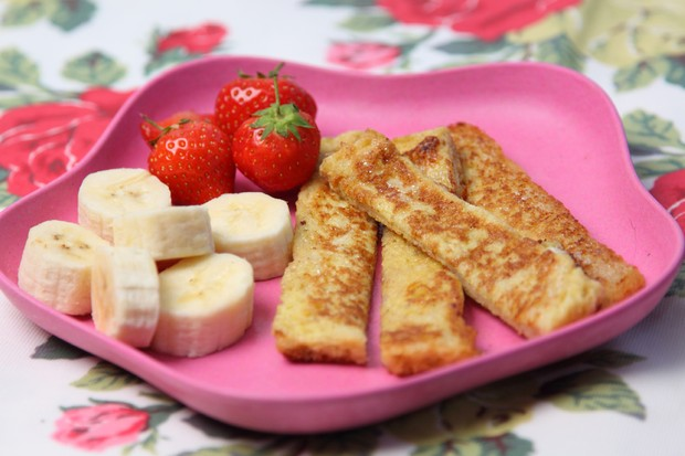 banana-with-eggy-bread-soldiers_48578