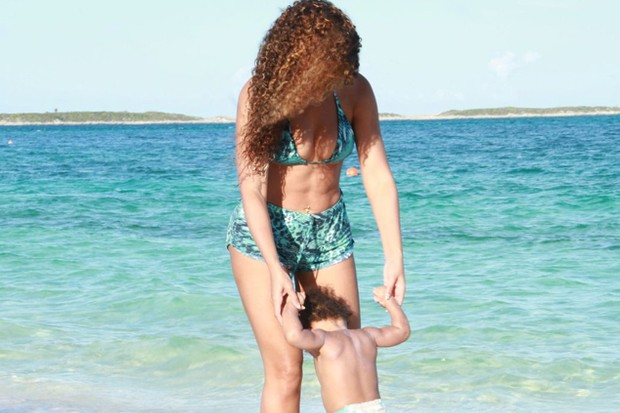 beyonce-and-blue-ivy-hit-the-waves-on-holiday_44376