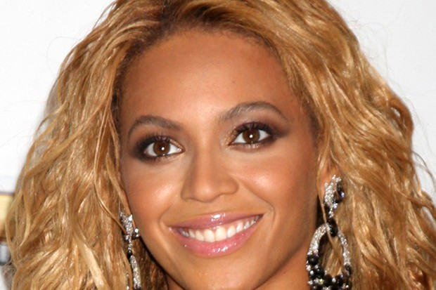 beyonce-and-jay-z-pop-along-to-parenting-book-launch-party_27183