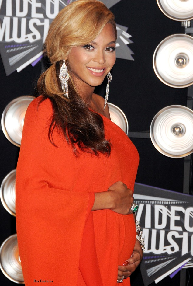 beyonce-announces-shes-pregnant-at-mtv-awards_27190