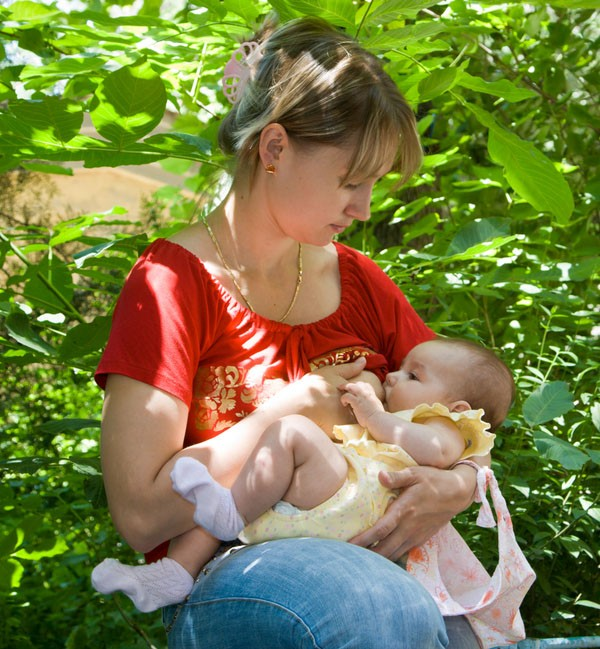breastfeeding-in-public-put-to-the-test_4558