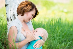 breastfeeding-in-public-the-new-no-shame-mum-trend_55720