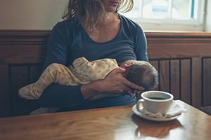 breastfeeding-in-public-top-tips_210274