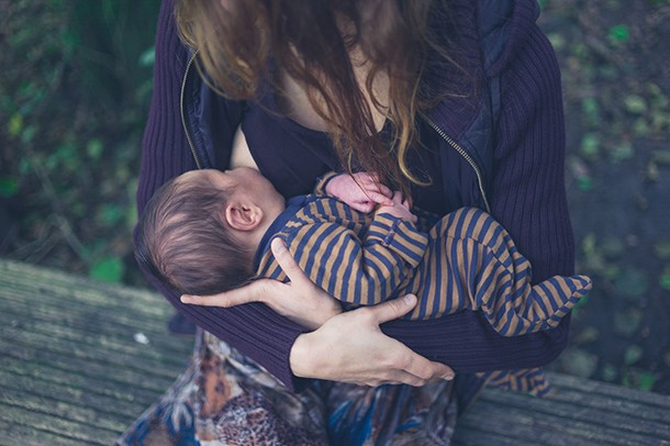 breastfeeding-in-public-top-tips_themepark