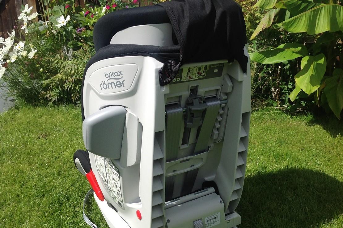 Britax Advansafix III SICT has an adjustable headrest and harness